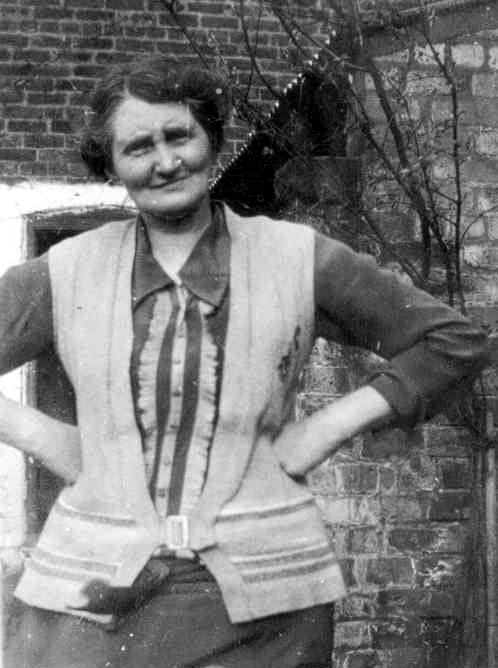 Annie Abbott - Nan